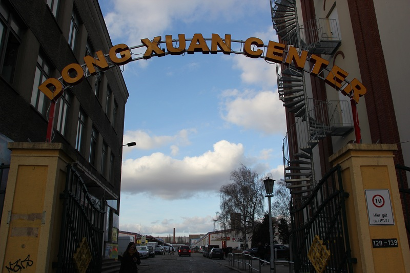 Eingang Dong Xuan Center Berlin Lichtenberg