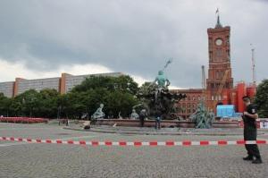 Tatort Neptunbrunnen Berliner Alexanderplatz