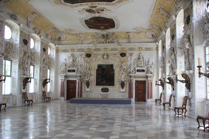 Barockes Zimmer auf Kosten der Bauern
