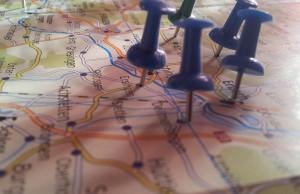 Point of Interest - Nadeln auf Landkarte