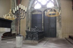 Sarg des Bischofs Marienkapelle