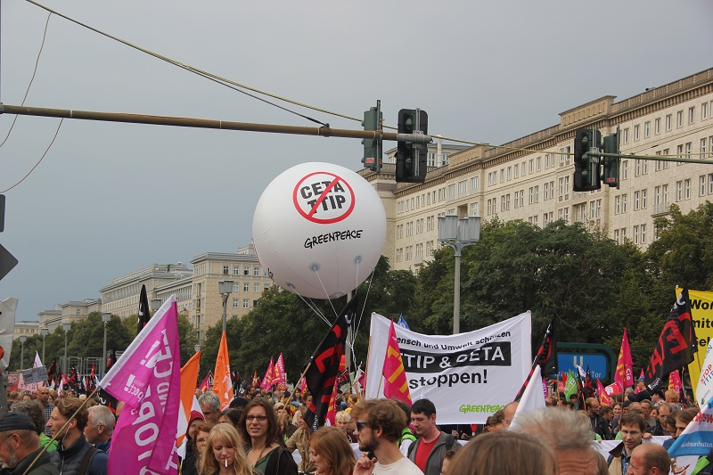 ceta-demo-berlin-ballon