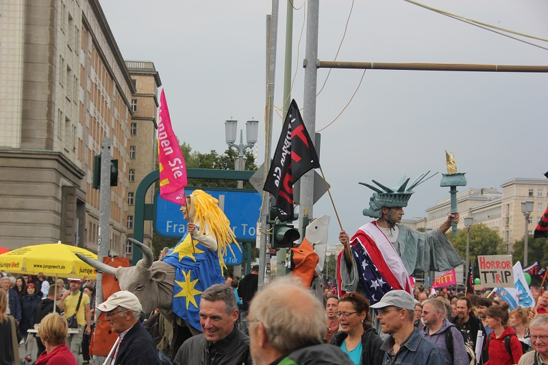 ceta-demo-berlin-figuren