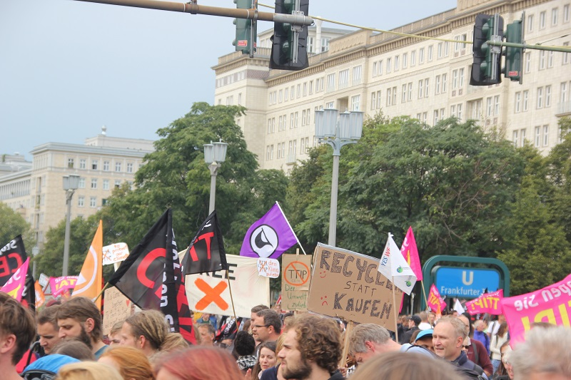 ceta-demo-berlin-menge