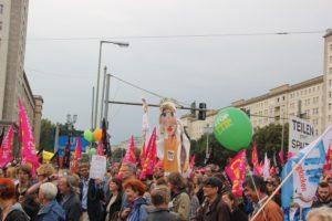 ceta-demo-berlin-pappfiguren