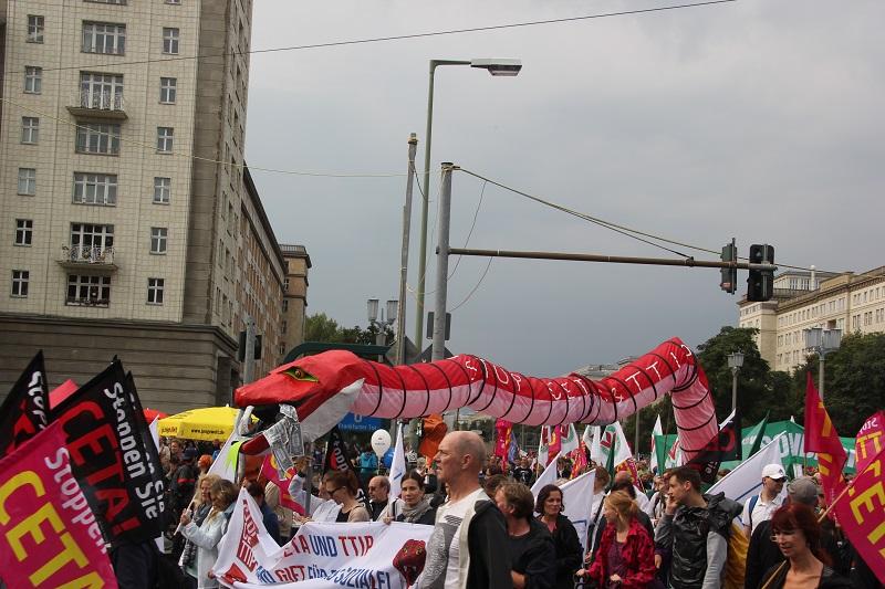 ceta-demo-berlin-schlange