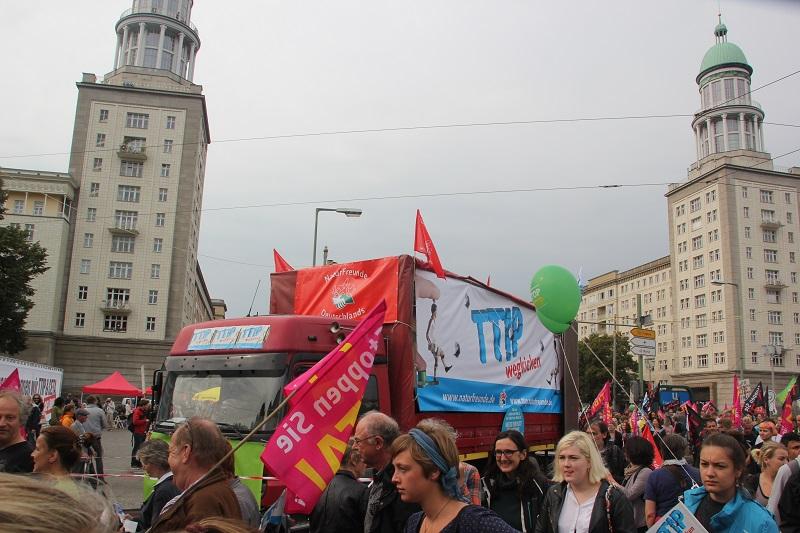 ceta-demo-berlin-lkw