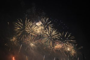 Feuerwerk-Maifeld-Goldregen.