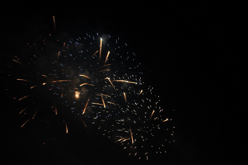 feuerwerk-blau-gold