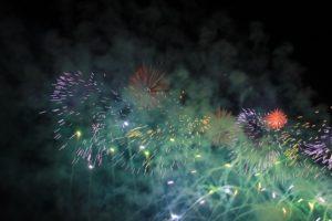 feuerwerk-gruen-rot