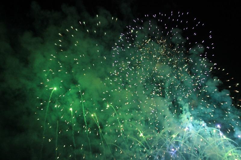 feuerwerk-gruen