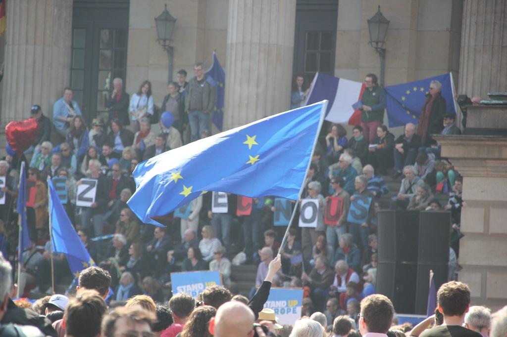 EU Fahne Pulse of Europe Demo Berlin