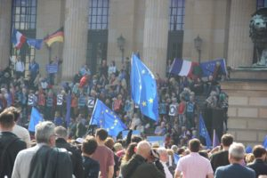 EU Fahnen Pulse of Europe Demo Berlin
