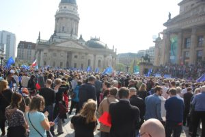 Pulse of Europe Demo Berlin Gendarmen Markt