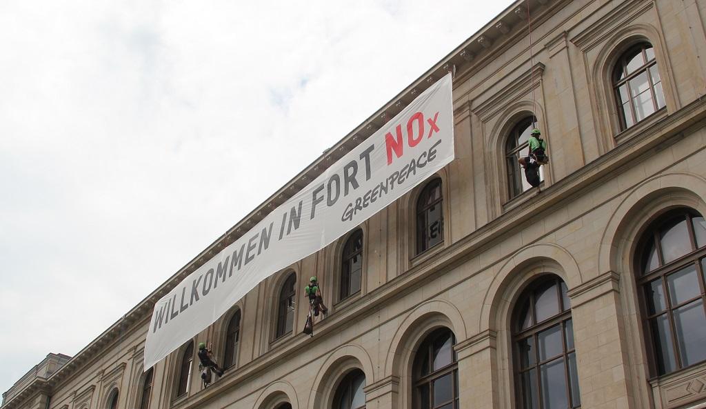 Greenpeace Demonstration Verkehrsministerium Dieselskandal