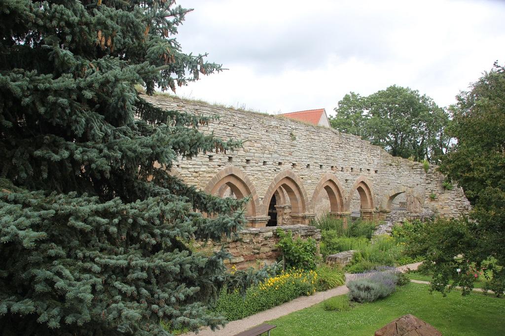 Langhaus Klosterkirche Ruine Memleben