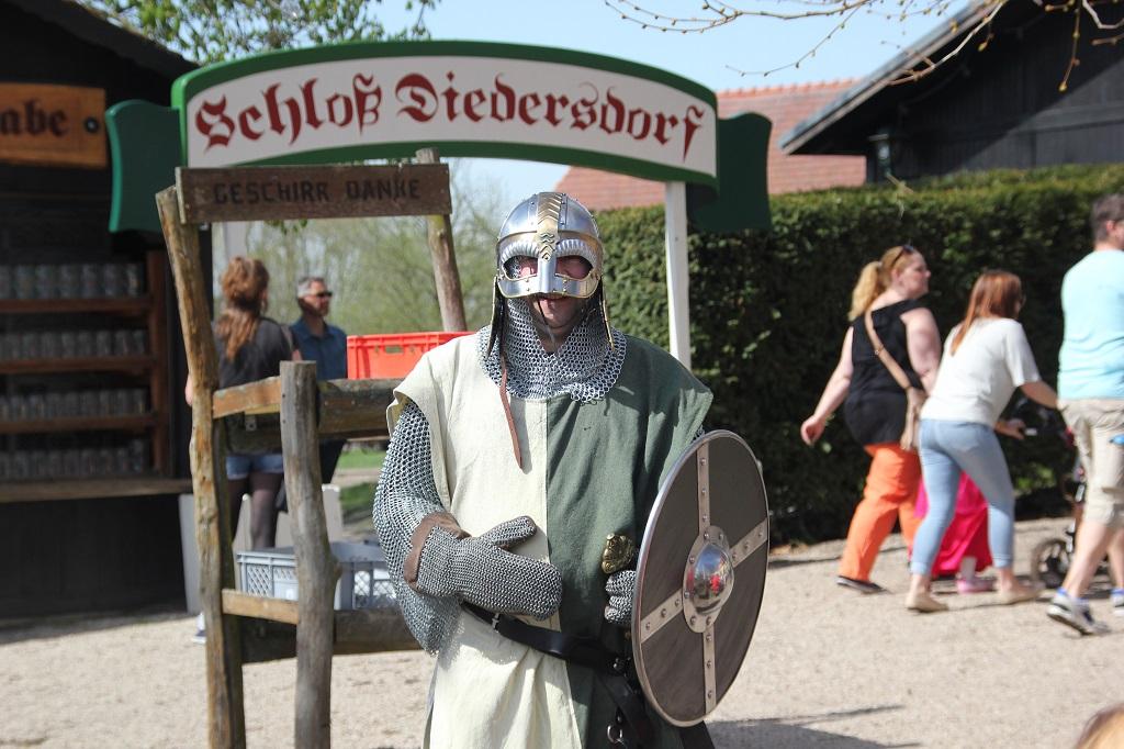 Ritter in Ruestung Ritterfest Diedersdorf