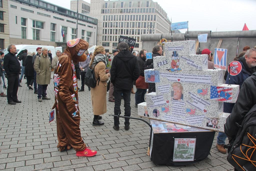 Aufstehen Kundgebung Berliner Baer