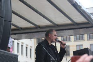 Aufstehen Kundgebung Rede Uwe Hiksch