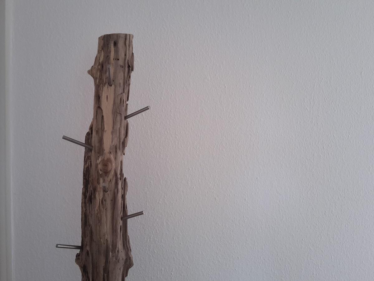 Garderobenstaender aus Holz